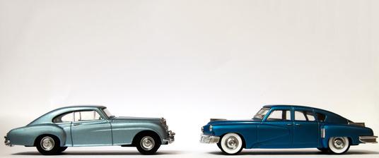 Zwei klassische Fahrzeuge